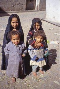 Petites filles voilés près de Jibla