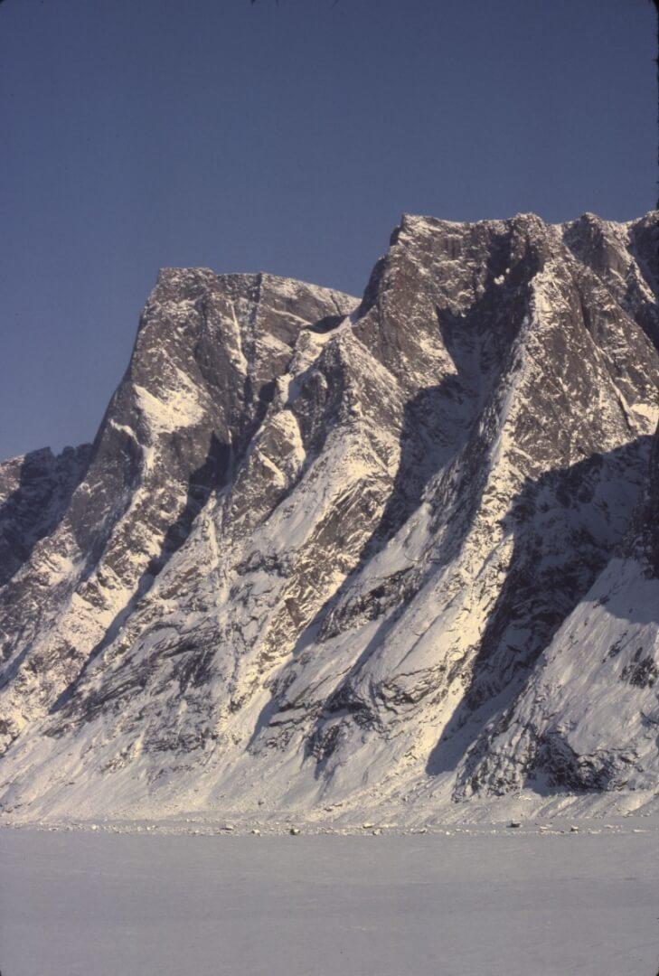 Rive droite du glacier du Couronnement près du front.