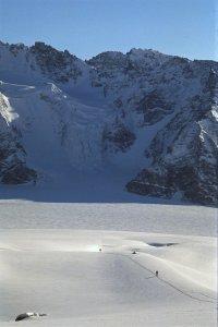 En descendant du sommet de Venturi sur le glacier central de l'île Upernivik. 13 avril 1991.