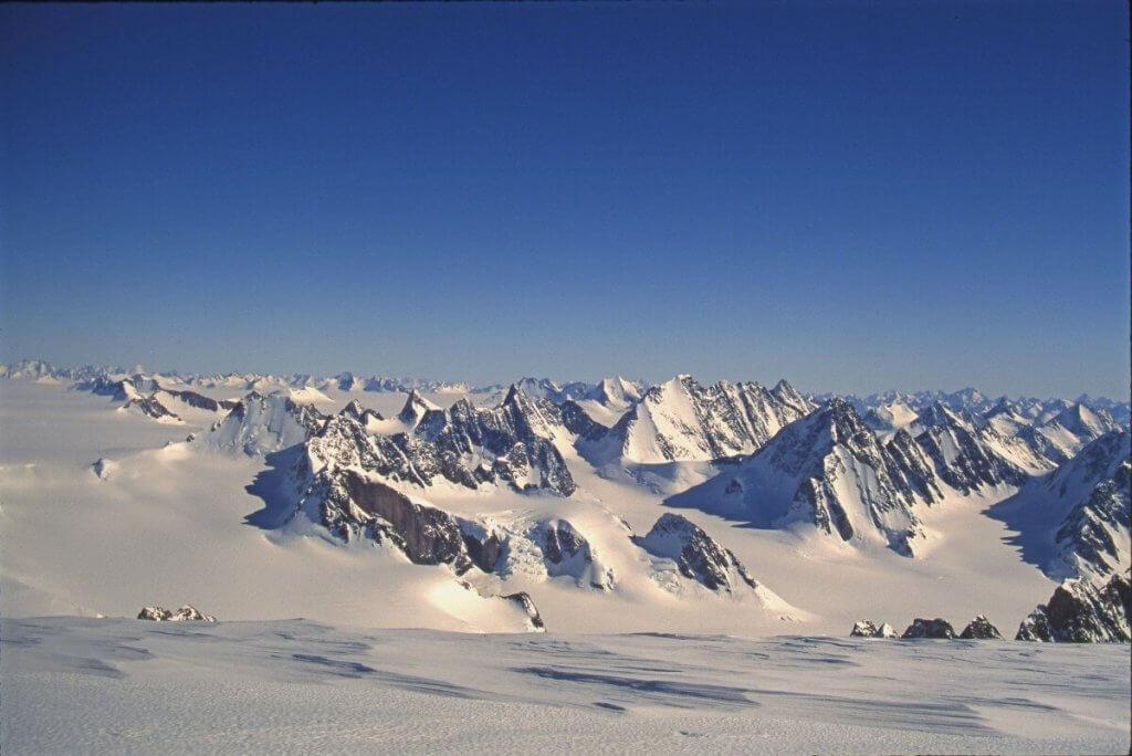 Vue depuis le sommet du Mont Forel. 23 avril 1997.