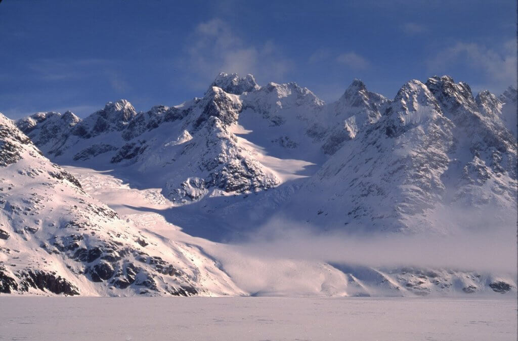 Face au camp 13 sur le glacier de France. 30 avril 1997.