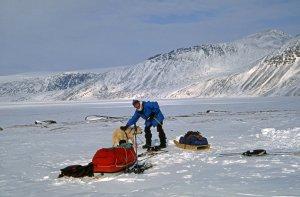 Départ du camp 20 sur Dextérity Fjord le 1ér mai 2005.
