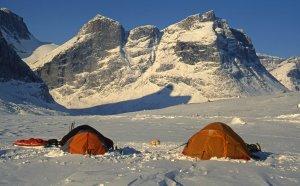 Le premier camp sur Eglinton Fjord. 16 avril 2006.
