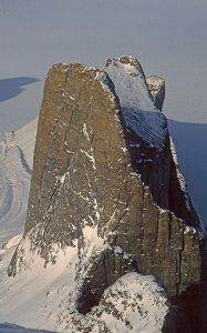 Les aiguilles du Belvédère vues du sommet du Broad Peak. 28 avril 2006.