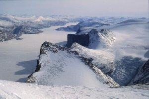 Vue depuis le sommet du Broad Peak sur la partie amont du Sam Ford Fjord. 28 avril 2006.
