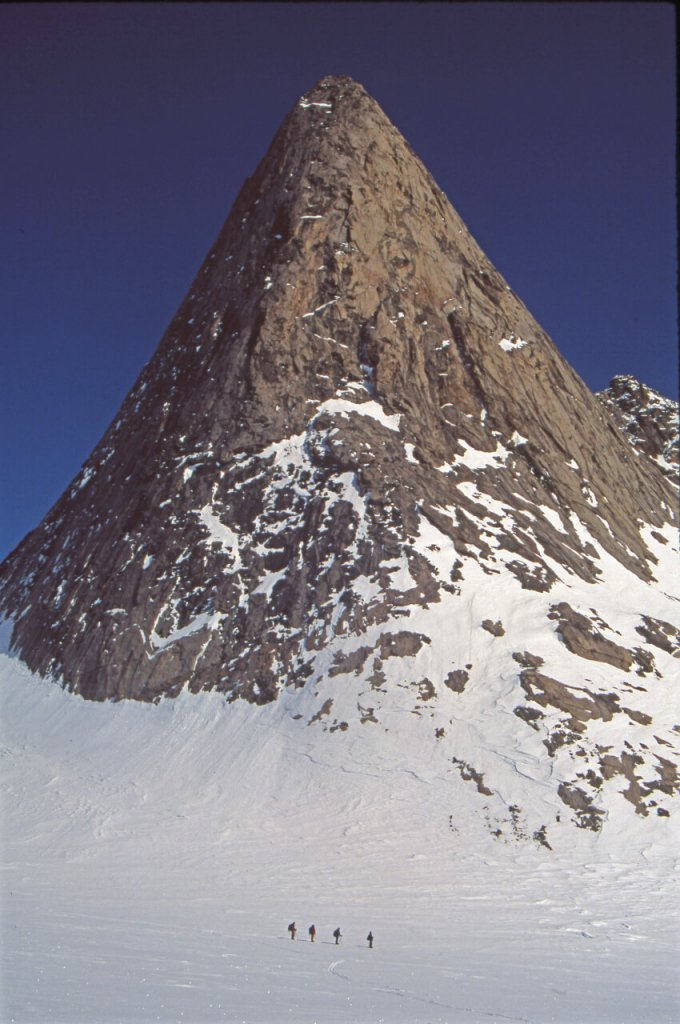 Autour de Tungnga Mountains. 8 mai 2002.