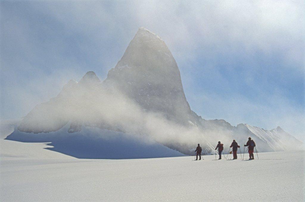 Dans le tour des Tungnga Mountains. 8 mai 2002.