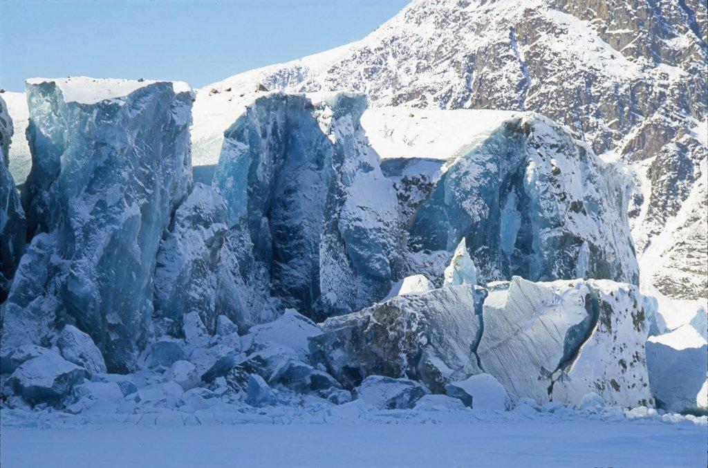 Le front du glacier du Couronnement. 20 avril 2002.