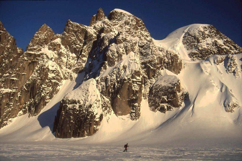 Retour du tour du Mont Asgard. 30 avril 2002.