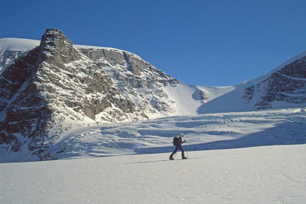 Béatrice sur le glacier Utinatuk. 21 avril 2003.