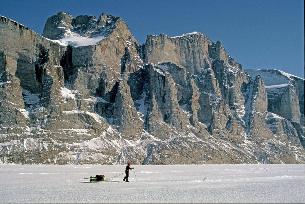 Gaston sur la partie sud du Sam Ford Fjord, au pied des Sikunga Mountains. 23 avril 2003.