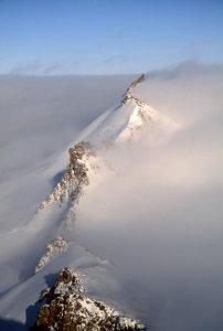 Mer de nuages dans la soirée du 4 mai 2006 au-dessus du camp du col Stewart (camp 10).
