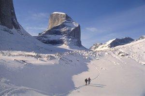 Début de la montée au Broad Peak. L'itinéraire passe à droite du sommet. 28 avril 2006.