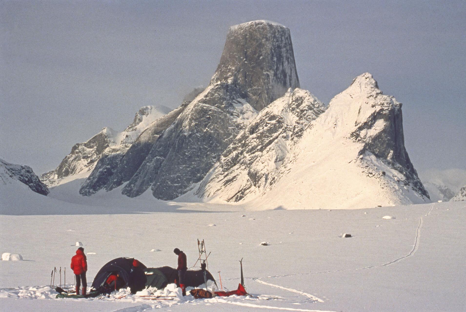 Le glacier Turner et le versant nord-est du Mont Asgard