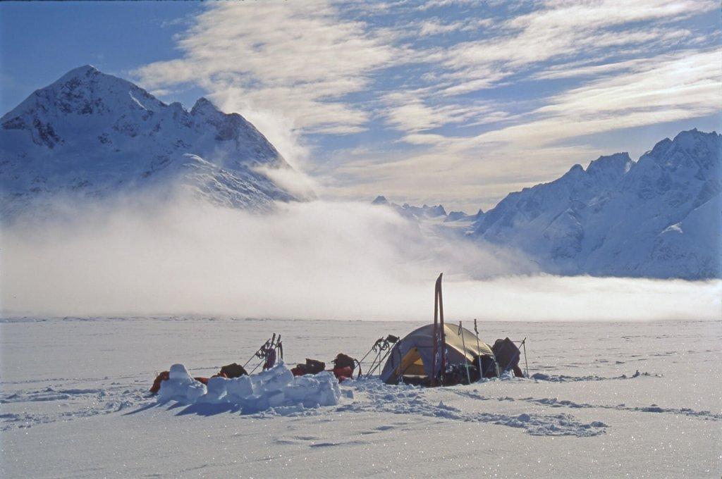 Le camp 13 au matin sur le glacier de France. 30 avril 1997.