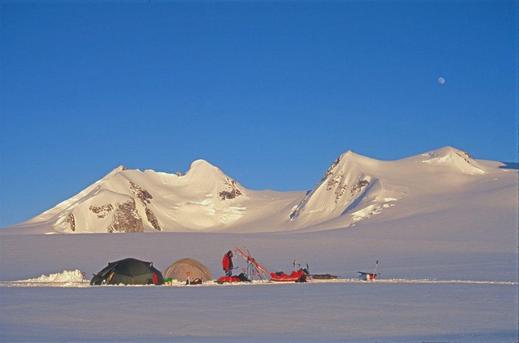 Le camp 5 sur le glacier Boivin. 19 avril 1997.