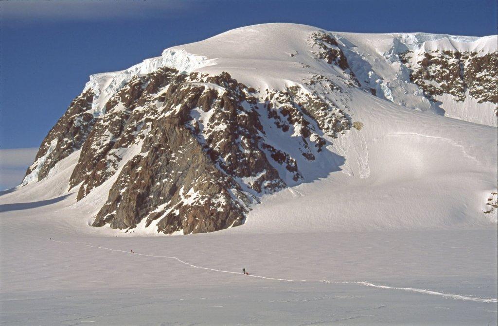 Entrée du défilé conduisant du camp 5 au glacier de Paris. 20 avril 1997.