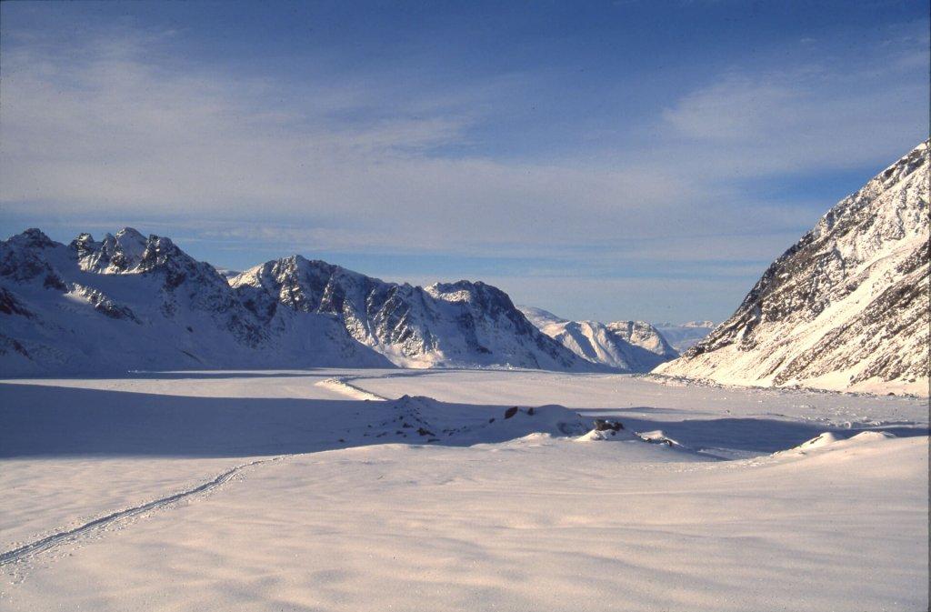 Du camp 2, vue vers l'aval sur le glacier Bonatti. 17 avril 1997.