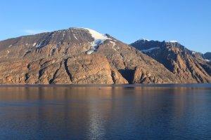 Le Fønfjord et le Gaseland vus de la côte sud de l'île de Milne - 7 août 2010.