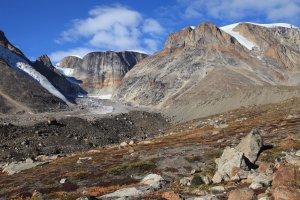 Ancienne vallée glaciaire sur la rive nord de l'Øfjord au-dessus du camp 17      27 août 20010