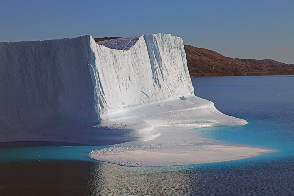 Tour de l'île de Milne - Iceberg devant le camp 19 le 30 août 2010.