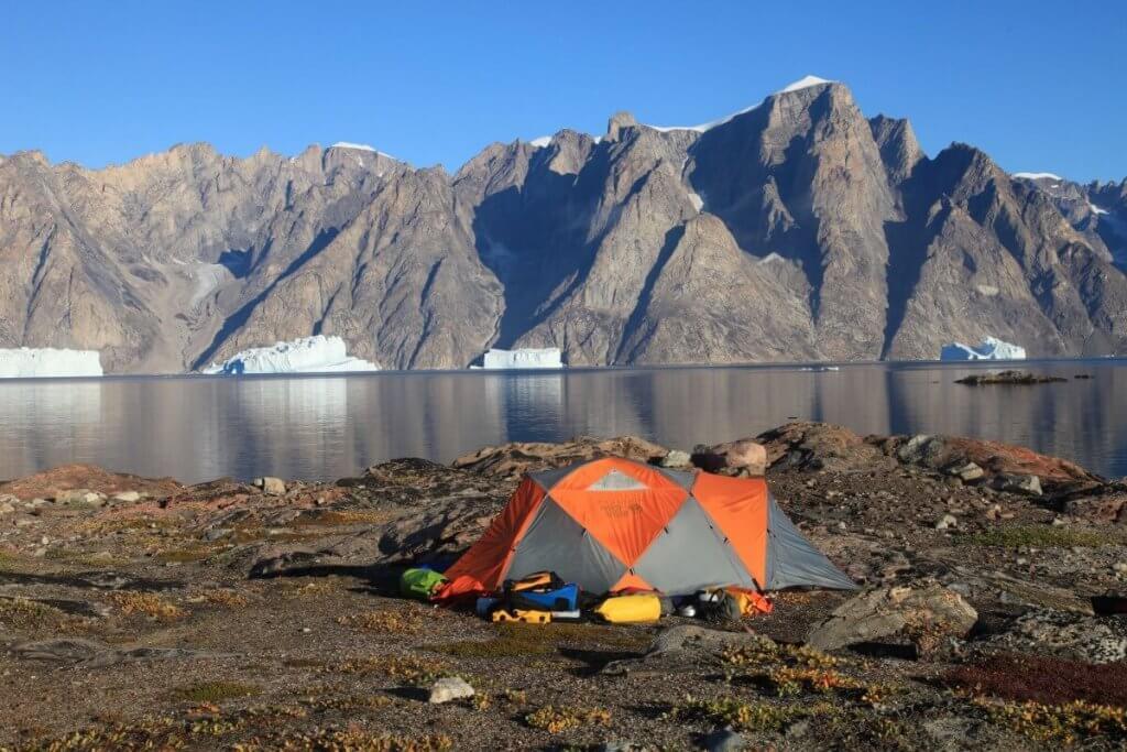 La rive nord de l'Ofjord vue du camp 20 le 31 août 2010.