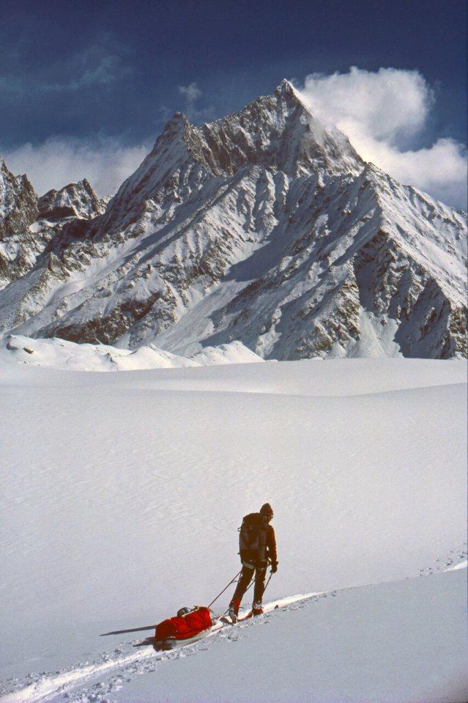 Montée du glacier d'Hispar. Avril 1987.