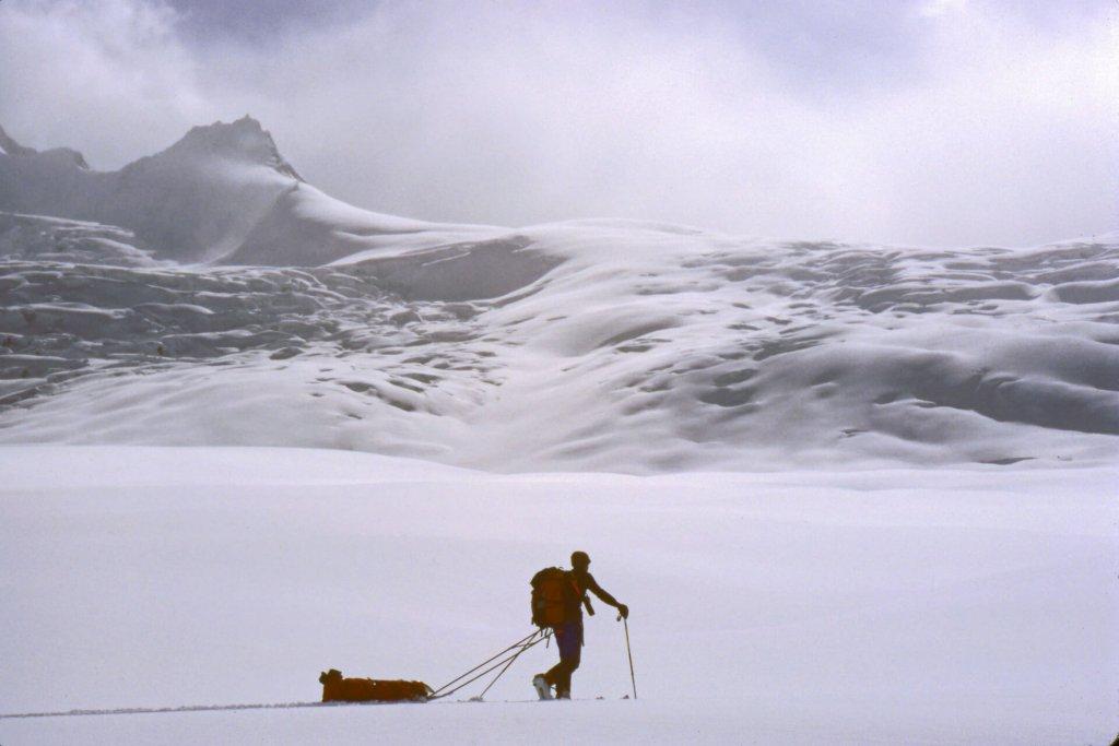 Le versant ouest du col d'Hispar (5150m). Avril 1987.