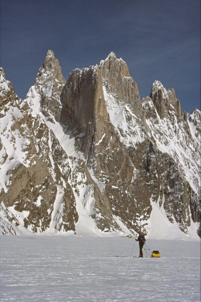 Montée sur le glacier de Biafo. Avril 1990.