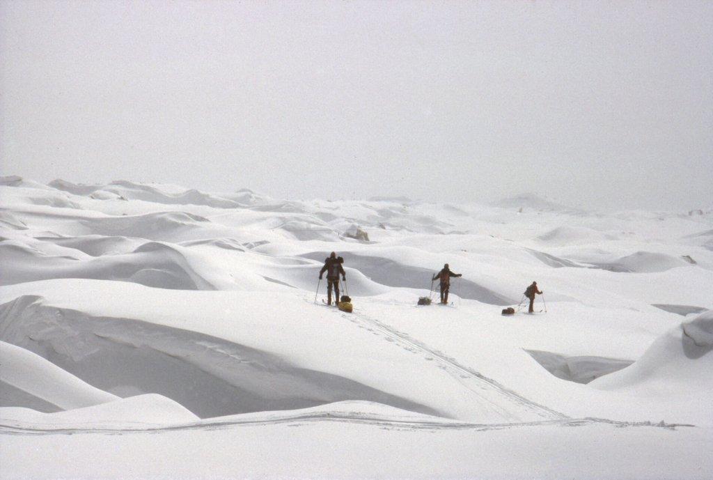 Au milieu des crevasses du glacier de Chiring. Avril 1990.