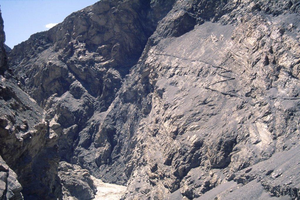 Des gorges sauvages, des sentiers vertigineux. Vallée de Shimshal. 15 juillet 1995.