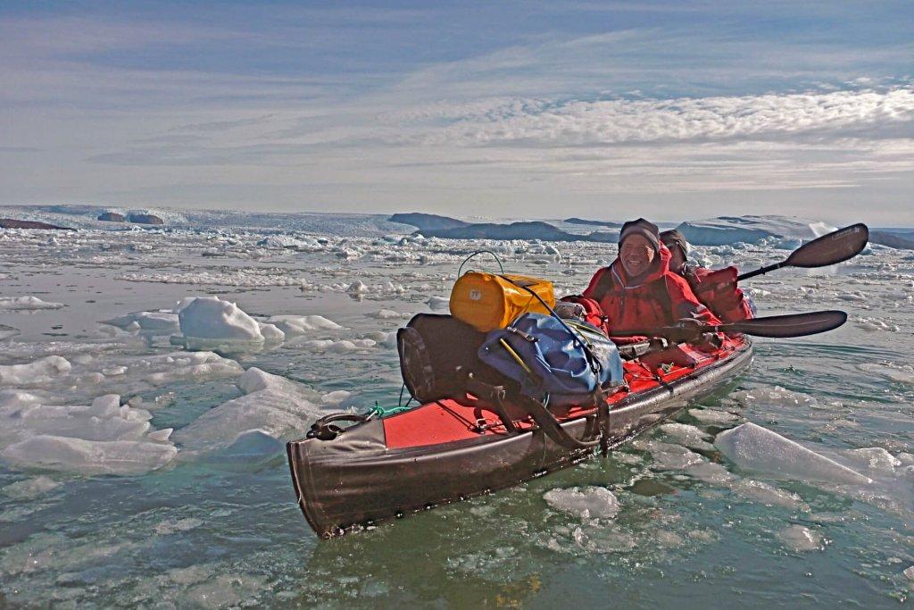 Michele et Jean-Marc naviguent sur l'Ussing Isfjord, entre les camps 10 et 11 le 7 août 2012.