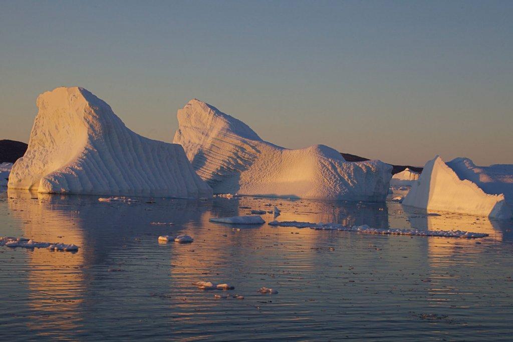 Soleil de minuit sur l'île Björling le 25 août 2012.