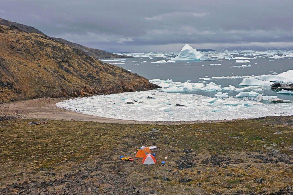 Le camp 2 bloqué par les glaces sur l'île Amdrup - 21 juillet 2014.