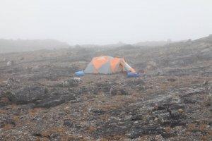 Le camp 5 dans le brouillard - 28 juillet 2014.