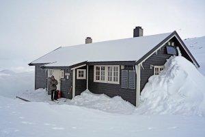 Le refuge de Bjordalsbu dans le Skarvheimen. 21 avril 2010.