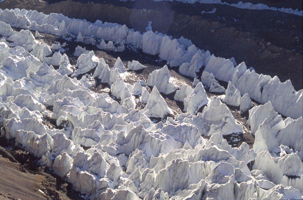 Pénitents de glace sur le North K2 Glacier. 21 septembre 1993.