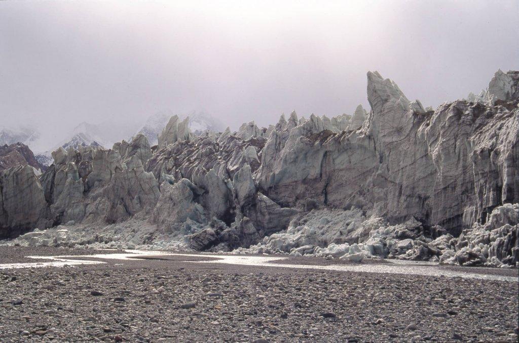 Détroit de la Shaksgam et front du glacier d'Urdok. 14 octobre 1993.