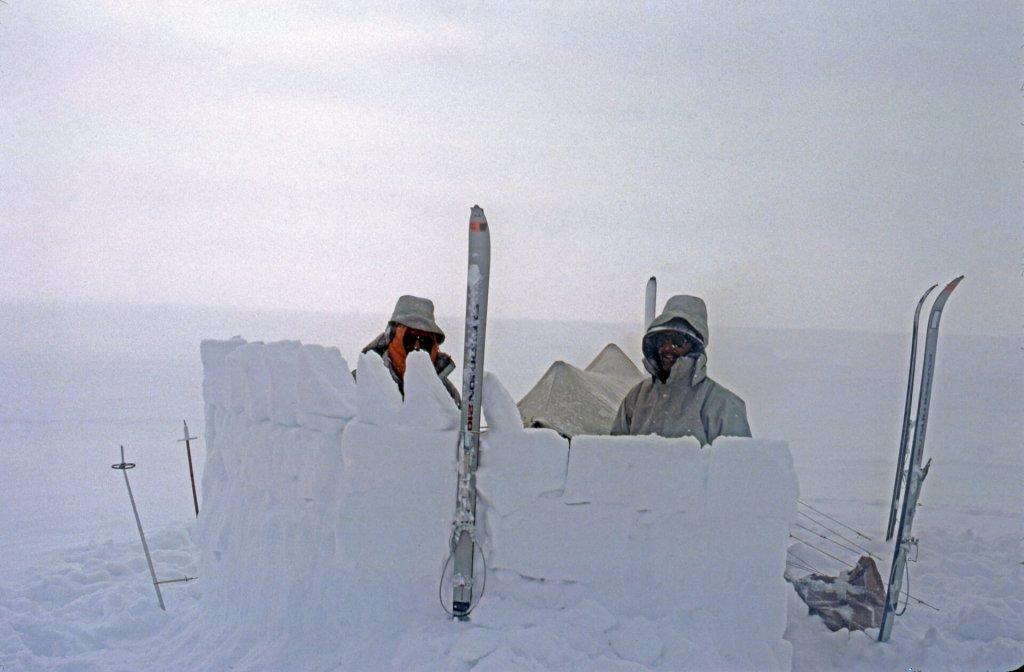 Camp sur la calotte de Lomonossov. Roland et Michel. 29 avril 1980.