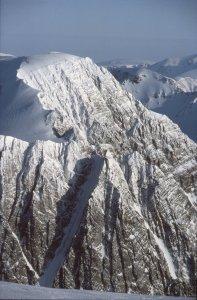 Le sommet de Cérèsfjellet vu du Mont Général Perrier. 2 avril 1985.