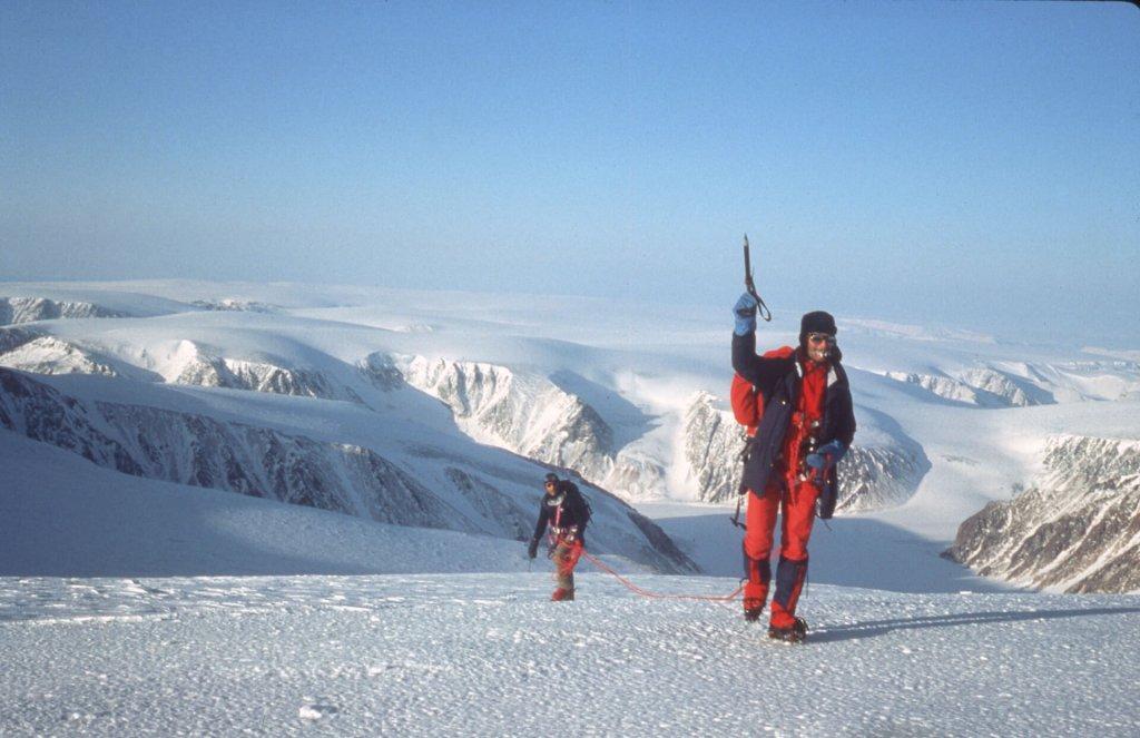 Henri arrive au sommet du Mont Général Perrier. 2 avril 1985.