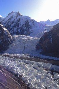 Le glacier du Chongtar se jette dans le <north K2 glacier