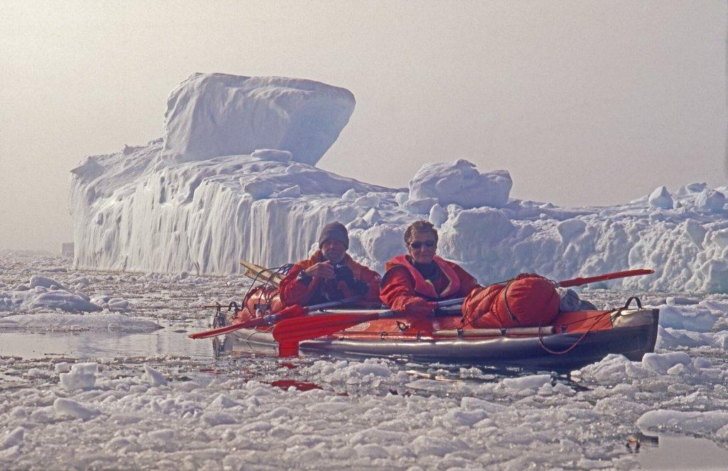 Michele et Ariane dans la traversée de l'Upernavik Isfjord le 19 août 2007.