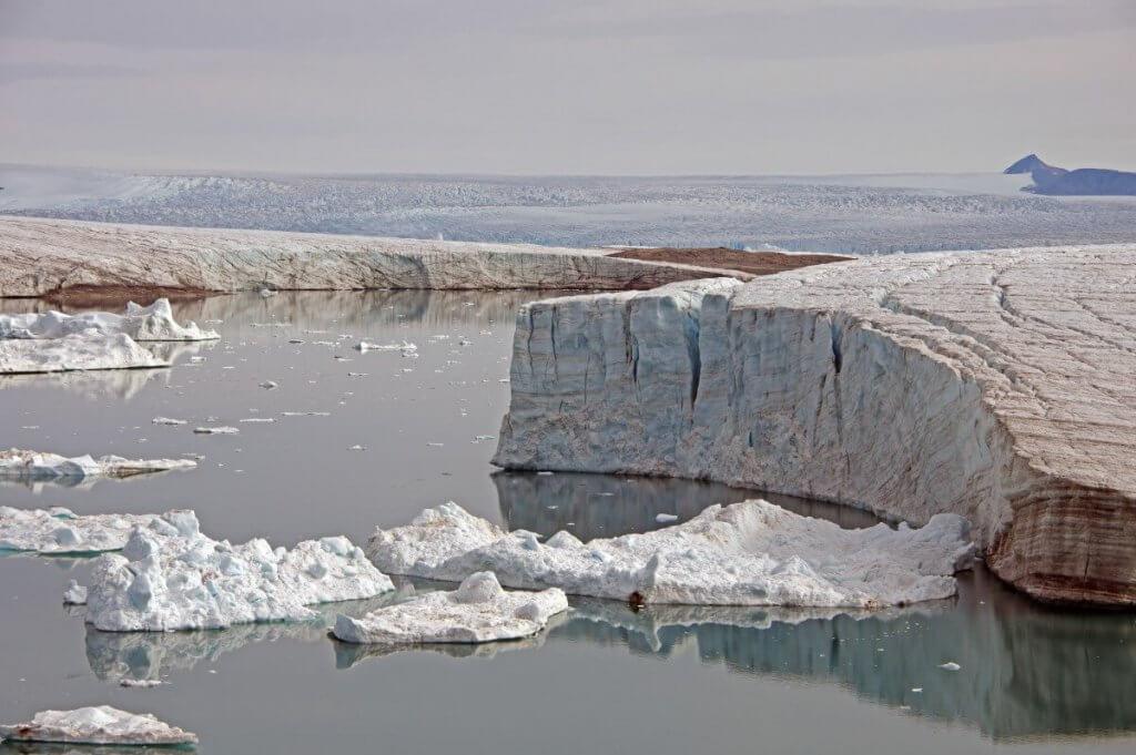 Baie de Melville - Glacier fossile sur l'île de Red Head le 30 juillet 2014.
