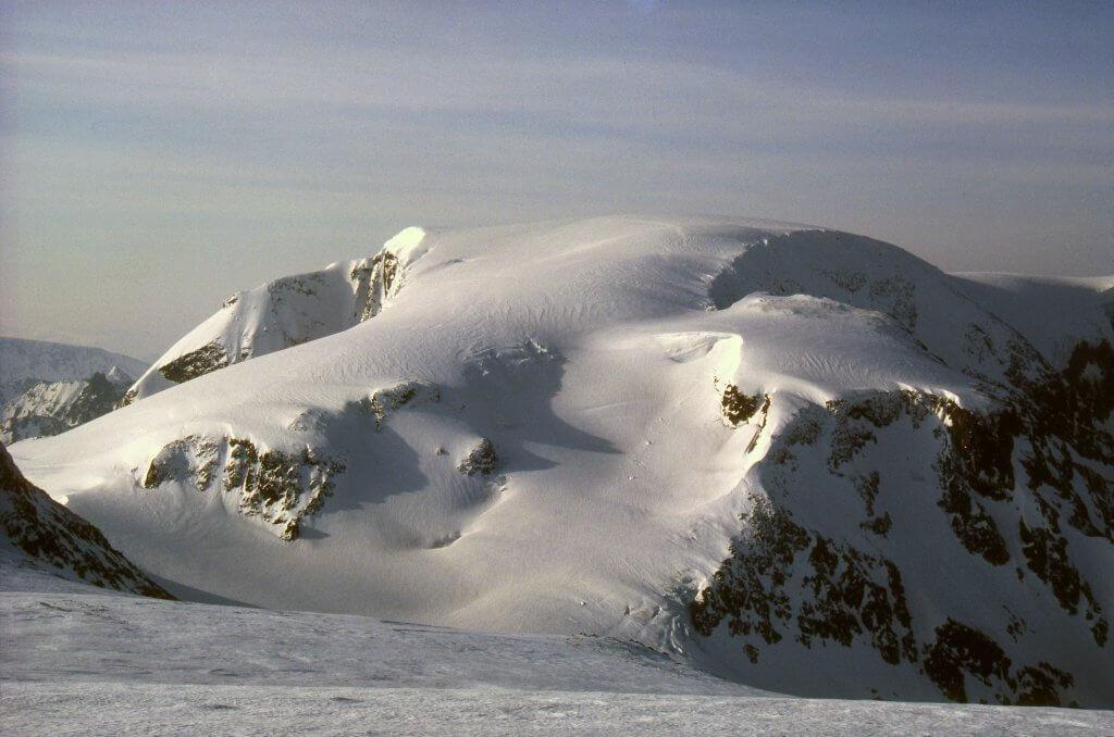 Le sommet du Jiekkevarri le 15 avril 1989.