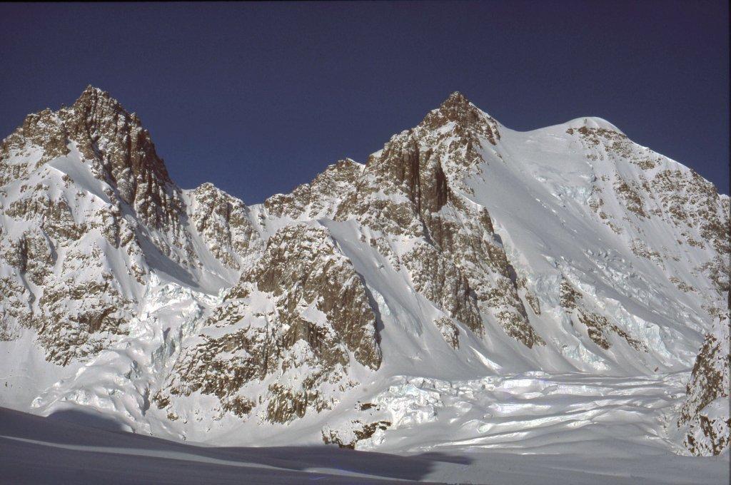 Le Snetoppen vu du glacier de Canta - 20 Avril 1984.
