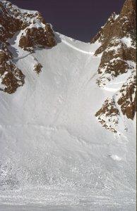 Le col des Pulkas et la descente du col sur le glacier de Lang - 25 Avril 1984.
