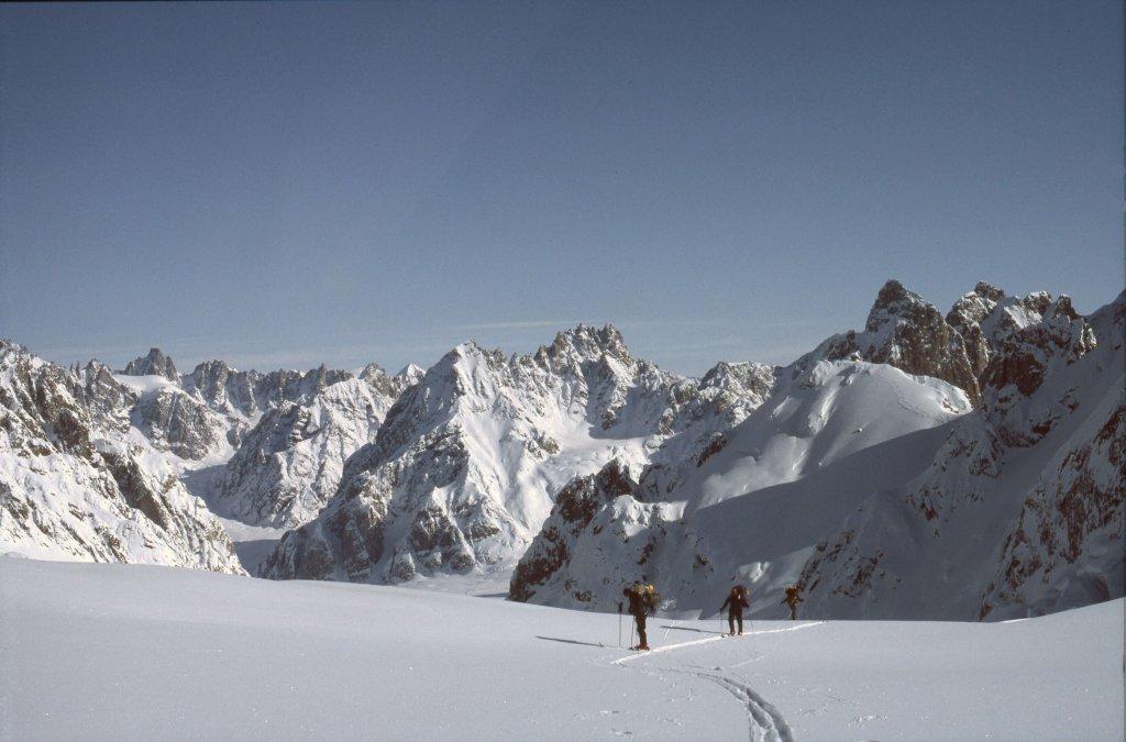 Arrivée sur le plateau supérieur du glacier de Canta - 21 Avril 1984.