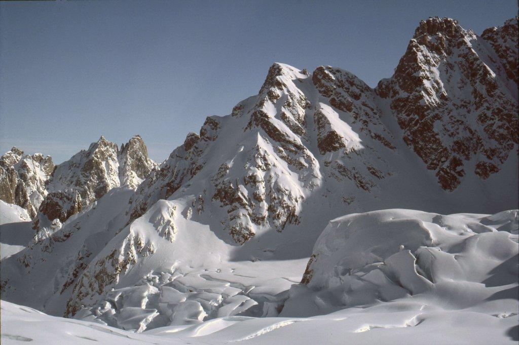 Les séracs du glacier de Canta. 21 avril 1984.