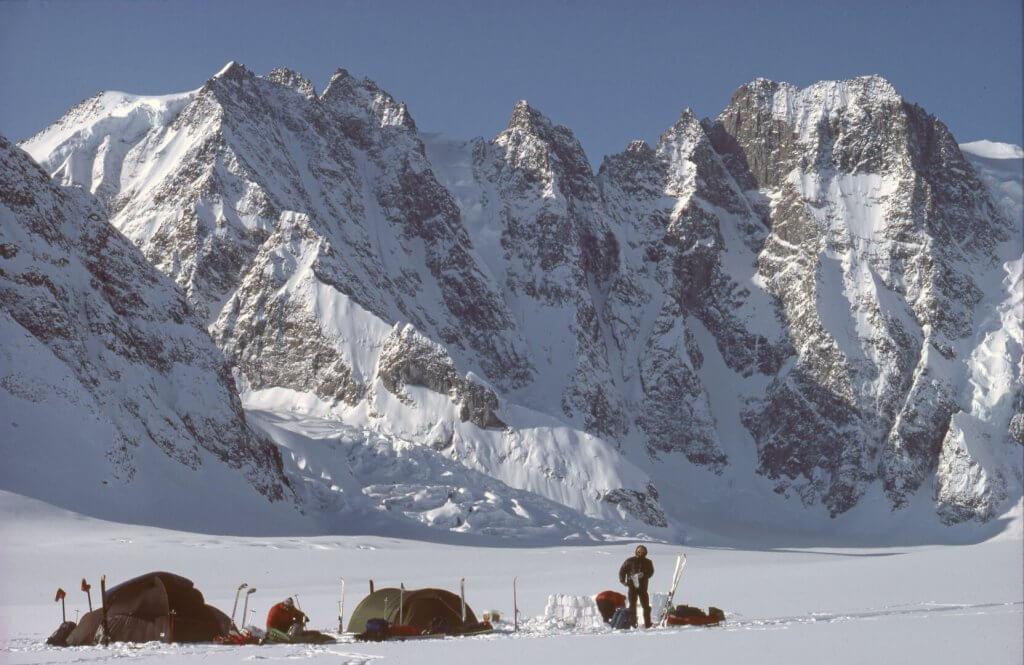 Glacier de Ber, muraille de Bertinde et camp 13 - 1ér Mai 1984.